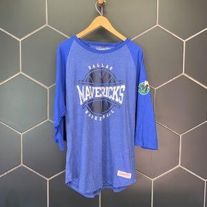 Mitchell & Ness Dallas Mavericks NBA Raglan Shirt